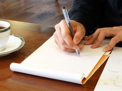 サインを書く画像