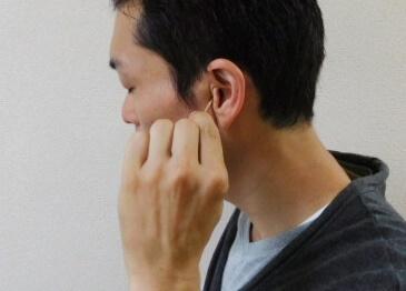 耳つぼの指圧