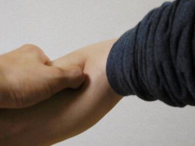 手三里の指圧