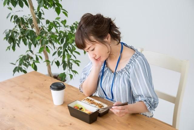 食欲不振の女性